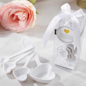 white measuring spoons